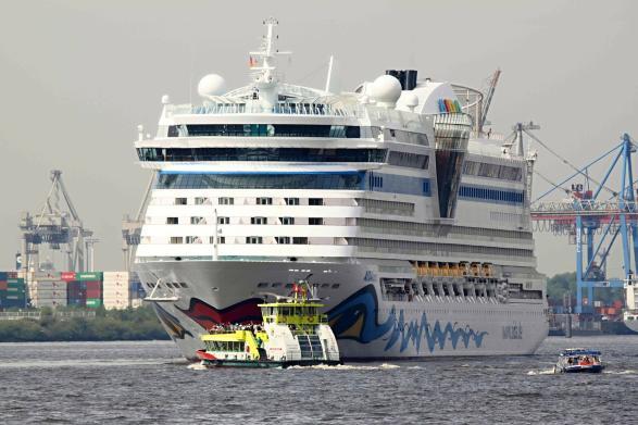 Kreuzfahrtschiff Aida im Hamburger Hafen