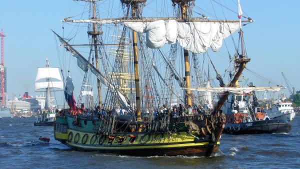 Traditionelles Segelschiff während dem Hamburger Hafengeburtstag